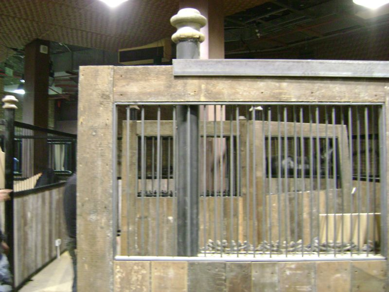 camden-market-stables-steel-cast-iron-01