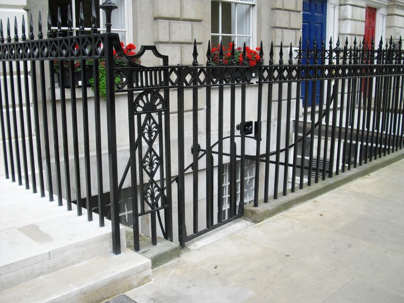 fitzroy-square-steel-cast-iron-railings-04
