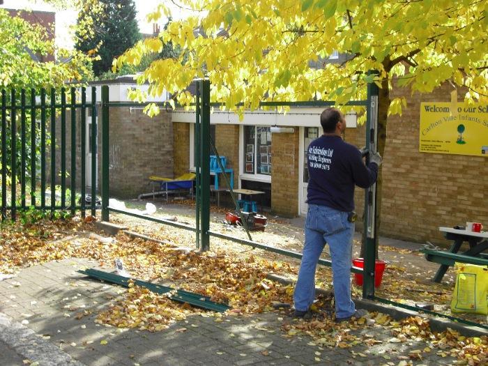 steel-palisade-fencing-carlton-school-maidavale-london-4[1]