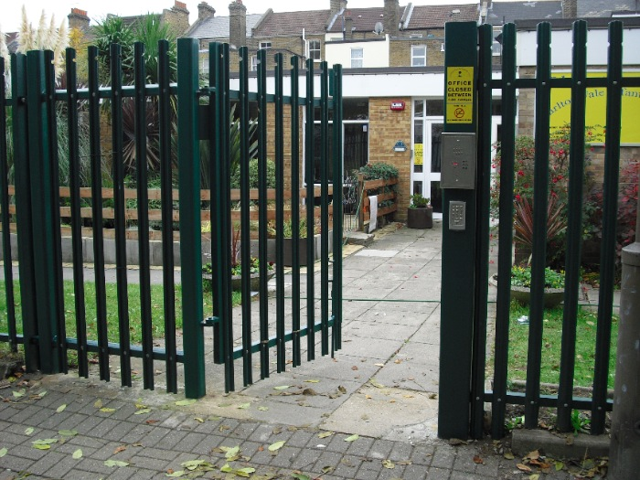 steel-palisade-fencing-carlton-school-maidavale-london-7[1]