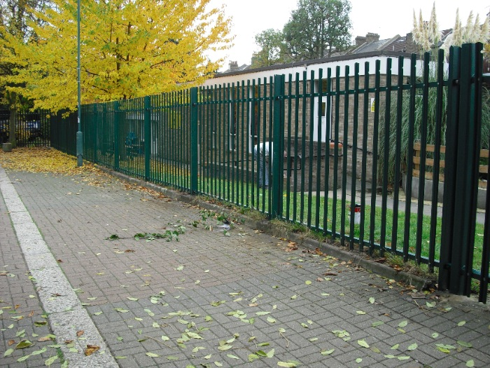 steel-palisade-fencing-carlton-school-maidavale-london-8[1]