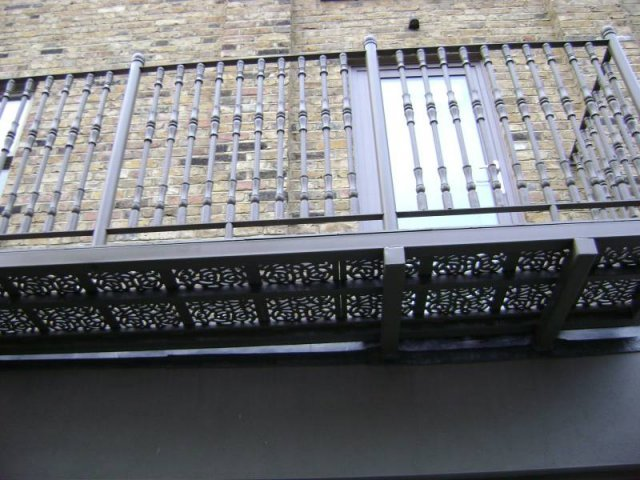 11-Cast_Iron_and_Mild_Steel_Balcony
