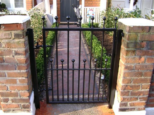 19-Mild_Steel_Gate_with_Steel_Finials