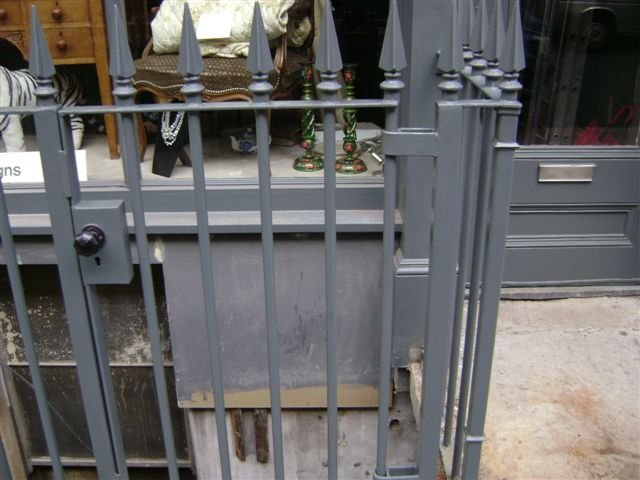 20-Mild_Steel_Gate_with_Steel_Finials