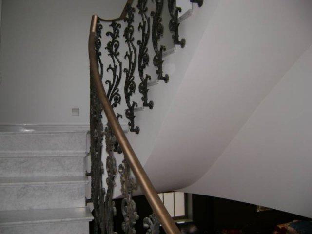 25-Cast_Iron_Handrail