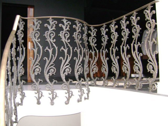 30-Cast_Iron_Handrail