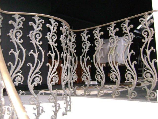 33-Cast_Iron_Handrail
